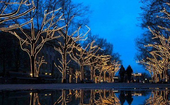 Happy Holidays! Enjoy Christmas Lights Around the World